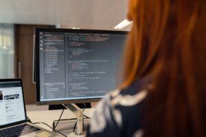 logiciel ordinateur informatique femme